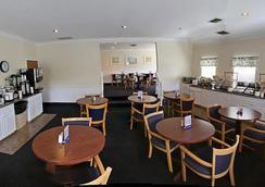 Breakers Resort & Beach Bar - Saint Ignace - Restaurant