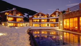 Post Alpina - Family Mountain Chalets - San Candido - Edificio