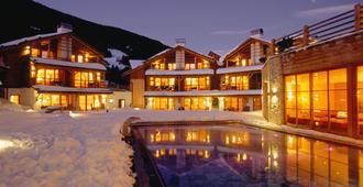 Post Alpina - Family Mountain Chalets - Innichen - Gebäude