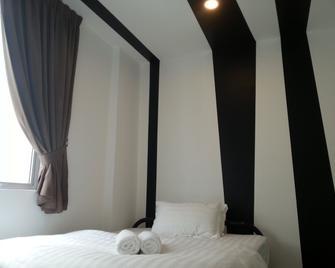 OYO 758 Comma Hotel - Puchong - Phòng ngủ