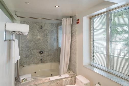 Essex House Hotel - Miami Beach - Bathroom