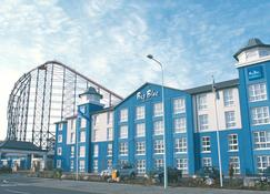 The Big Blue Hotel - Blackpool Pleasure Beach - Blackpool - Rakennus