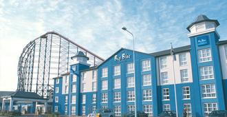Big Blue Hotel - Blackpool - Edificio