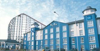 Big Blue Hotel - Blackpool