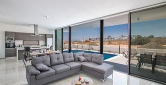 Coralli Spa Resort - Protaras - סלון