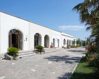 Hotel Resort Mulino a Vento - Uggiano la Chiesa - Building