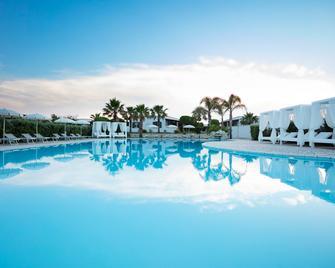 Hotel Resort Mulino a Vento - Uggiano la Chiesa - Басейн