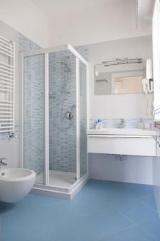 梅菲酒店 - 耶索羅 - Jesolo - 浴室