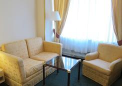 Hotel Mira - Prague - Living room