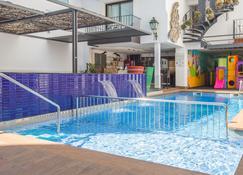 Hotel Neptuno - Calella - Pileta