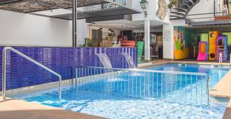 Hotel Neptuno - Calella - Piscina