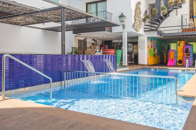Neptuno Hotel Y Apartamentos - 卡列亞 - 卡萊利亞 - 游泳池
