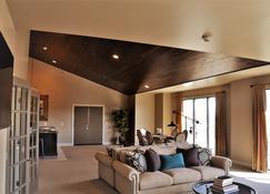 Kentucky Grand Hotel & Spa - Bowling Green - Living room