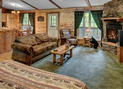 Lake Forest Luxury Log Cabins - Eureka Springs - Wohnzimmer