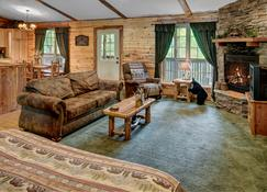 Lake Forest Luxury Log Cabins - Eureka Springs - Sala de estar