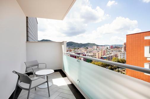 Hilton Garden Inn Tirana - Tirana - Balcony