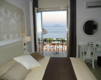 Mini Hotel - Pozzuoli - Slaapkamer