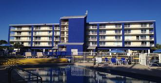 Baymont by Wyndham Panama City Beach - Panama City Beach - Building