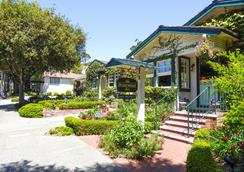 Briarwood Inn - Carmel-by-the-Sea - Building