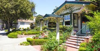 Briarwood Inn - Carmel-by-the-Sea - Building
