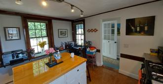 Moffett House Inn - Provincetown - Kitchen