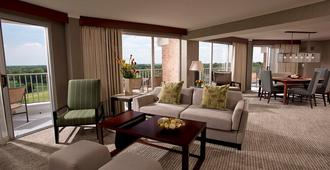 Eaglewood Resort and Spa - Itasca - Living room