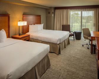 Eaglewood Resort and Spa - Itasca - Bedroom