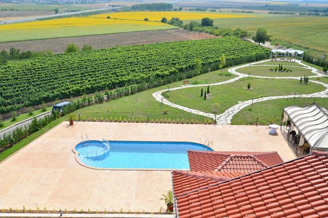Chateau-Hotel Trendafiloff - Chirpan - Pool