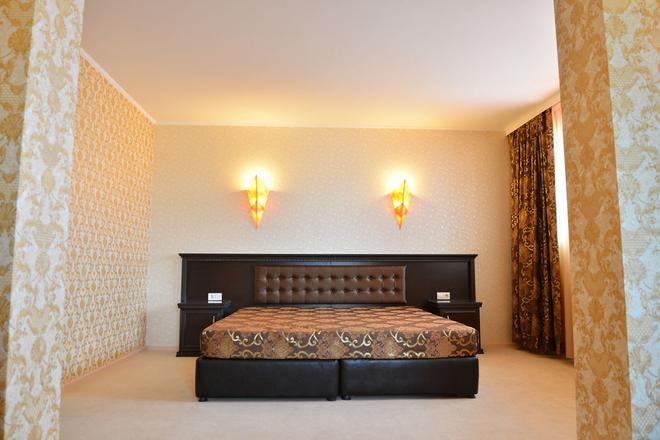 Chateau-Hotel Trendafiloff - Chirpan - Bedroom