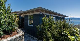Sookepoint Ocean Cottage Resort - Sooke - Gebäude