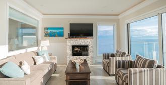 Sookepoint Ocean Cottage Resort - Sooke - Living room