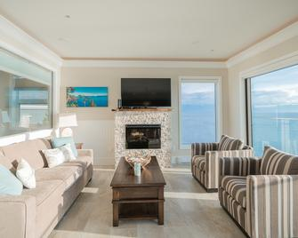 Sookepoint Ocean Cottage Resort - Sooke - Obývací pokoj