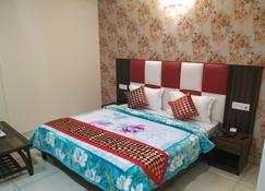 Hotel Ess Pee 91 - Chandigarh - Bedroom