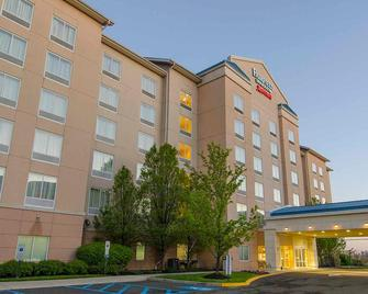 Fairfield Inn & Suites Newark Liberty International Airport - Newark - Building