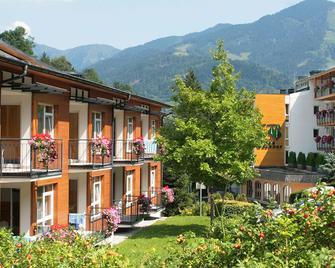 Hotel Der Waldhof - Zell am See - Building