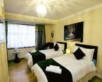Gable Lodge - Enfield - Bedroom