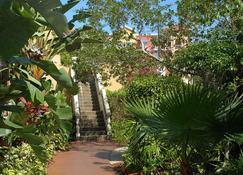 Bayfront Inn 5th Avenue - Naples - Outdoors view