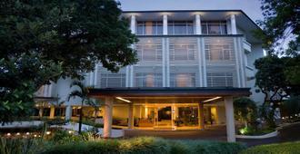 Hotel Santika Bandung - Bandung - Edificio