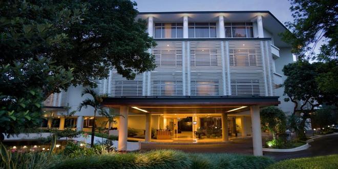 Hotel Santika Bandung - Bandung - Rakennus