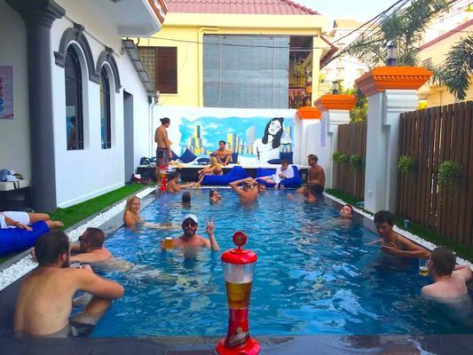 Mad Monkey Phnom Penh - Phnom Penh - Pool