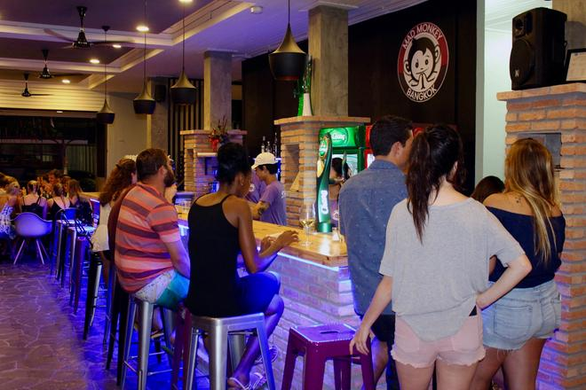 Mad Monkey Bangkok Hostel - Adults Only - Μπανγκόκ - Bar