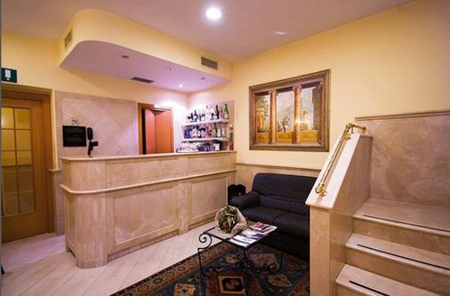 多洛米蒂酒店 - 羅馬 - 羅馬 - 櫃檯