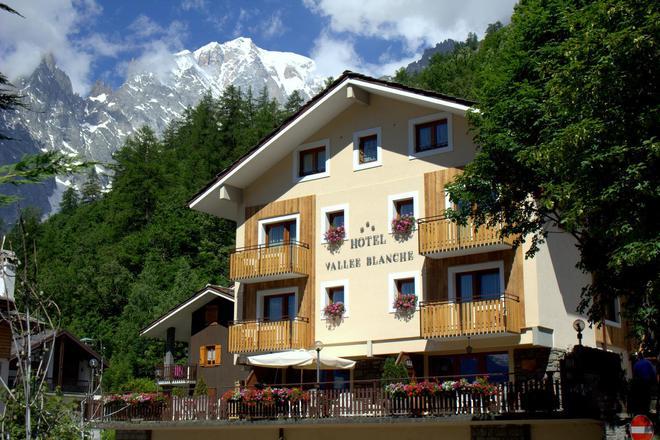 Hotel Vallée Blanche - Courmayeur - Building
