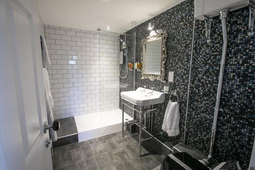 Number 10 The Abbey - Wymondham - Bathroom