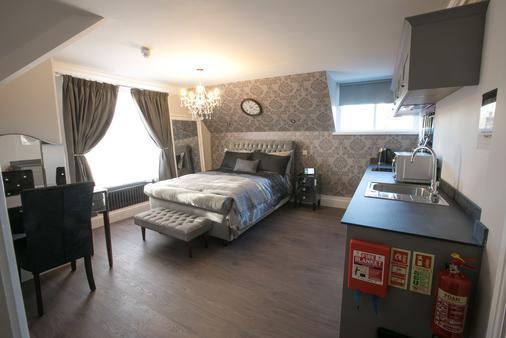 Number 10 The Abbey - Wymondham - Bedroom