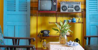 The local Homestay - Ho Chi Minh City - Living room