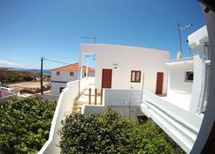 Ahoy Porto Covo Hostel - פורטו קובו - בניין