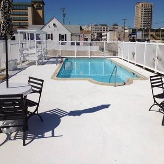 海洋 2700 酒店 - 維吉尼亞海灘 - 弗吉尼亞海灘 - 游泳池