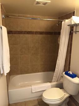 Oceans 2700 - Virginia Beach - Bathroom