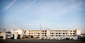 Oceans 2700 - Virginia Beach - Building